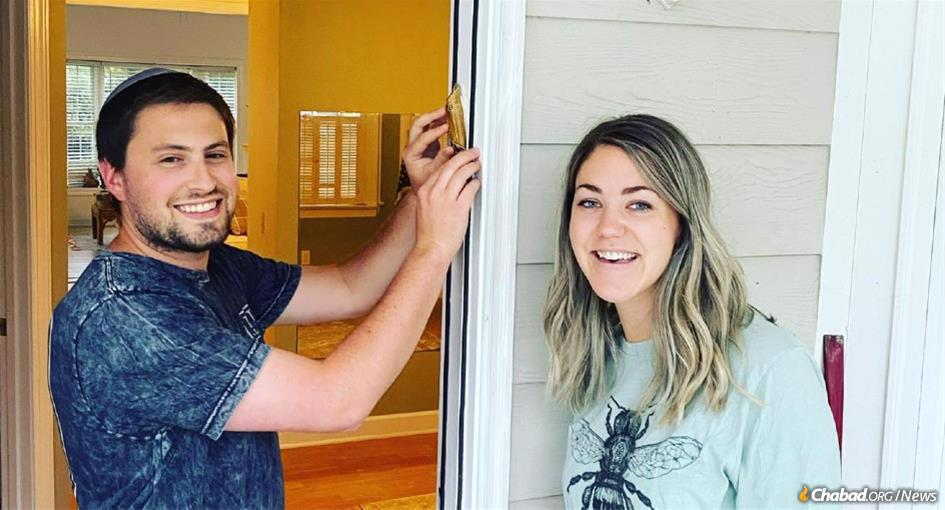 """Jordan and Rebekha put up a mezuzah in Raleigh, N.C. Chabad Young Professionals """"Connect10n"""" program has been inspiring young adults and others around the world to do mitzvahs."""