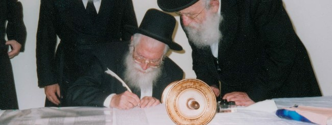 Untitled: Rabbi Zalman Nechemia Goldberg, 89, Teacher and Guide to Thousands