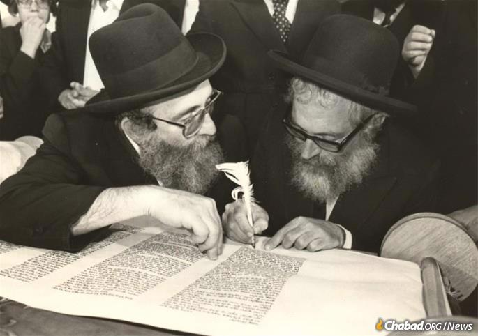 Throughout the years, Rabbi Goldberg took an active role in many Chabad projects. Here he is seen participating in the completion of the second Jewish Children's Torah Scroll.