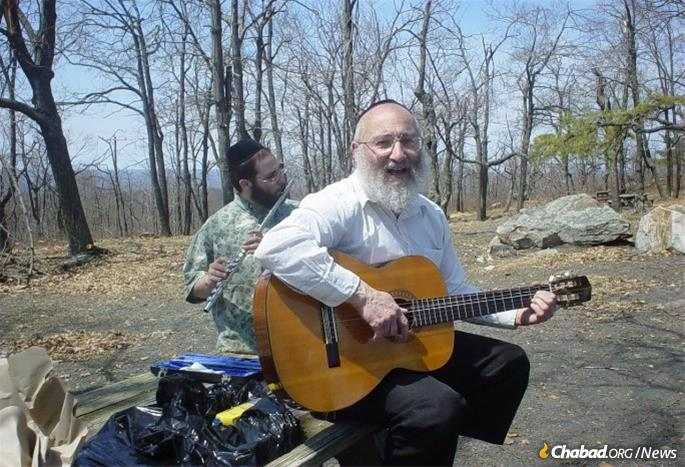Teitelbaum would spend his Thursday evenings playing guitar and singing in nearby nursing homes that served low-income residents, most of whom were not Jewish.
