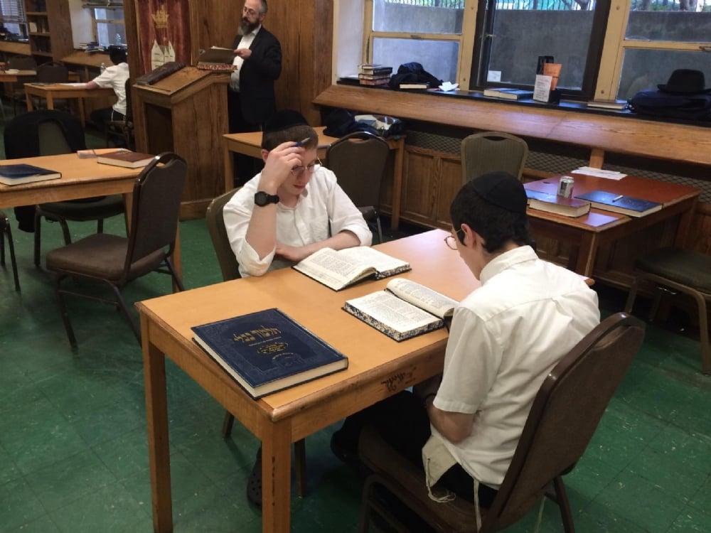 Halikut 5781 - Learning in Yeshivas