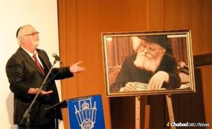 Barkan would often speak of how an encounter with the Rebbe set him on a path of Torah study and relgious commitment.