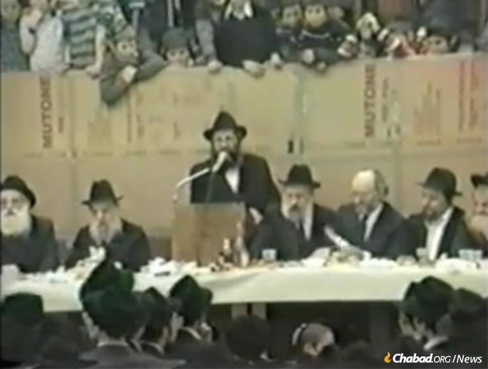 Lewin on the dais at 770 on Hei Teves