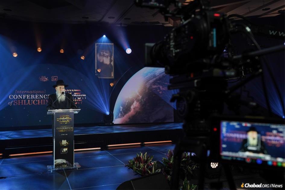 Rabbi Moshe Kotlarsky addresses the International Conference of Chabad-Lubavitch Emissaries. (Photo: Bentzi Sasson)