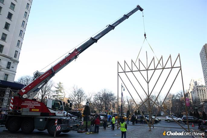 The world's largest Hanukkah menorah is raised by a crane in New York City on Wednesday, December 18, 2019. The annual New York City tradition is part of the worldwide Hanukkah campaign, an initiative launched in 1973 by the Rebbe, Rabbi Menachem M. Schneerson, of righteous memory. (Credit: Itzik Roytman/Chabad.org)