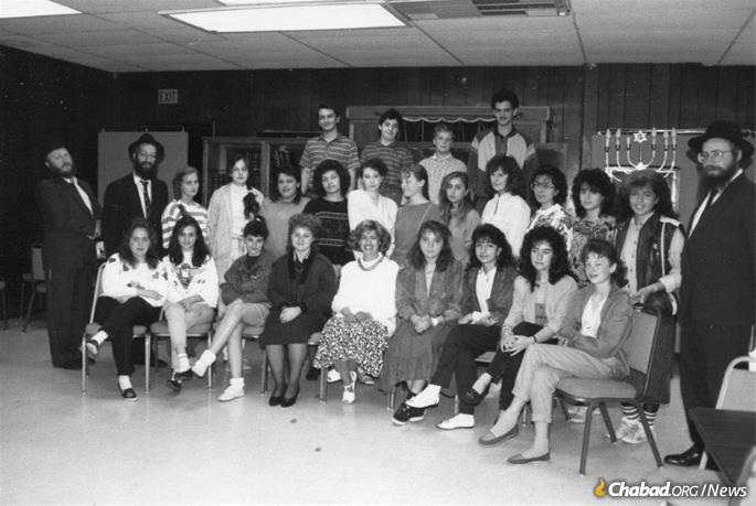 Kosofsky, bottom row center, surrounded by girls from F.R.E.E., along with rabbis from the program.