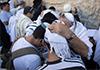 הפוסטר היהודי: איך שני נערים כמעט אלמונים הפכו להיות ברכת הבנים?