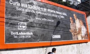 Un panneau publicitaire au Brésil annonçant la nouvelle initiative