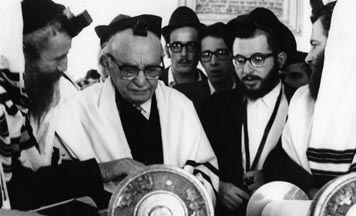 President Shazar is called up to the Torah