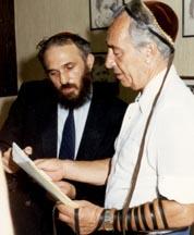 Prime Minister Shimon Peres puts on tefillin