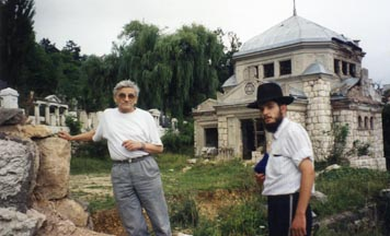 Chabad student with Yugoslav Jew at cemetery