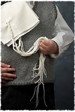 What Is Tzitzit (and Tallit)? - Mitzvahs & Traditions