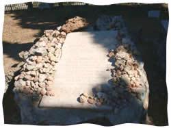 Avraham Yedidya's gravestone in the ancient cemetery of Chevron