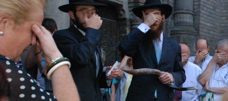 Saying the Shema with the Jewish community of Novi Sad, Serbia