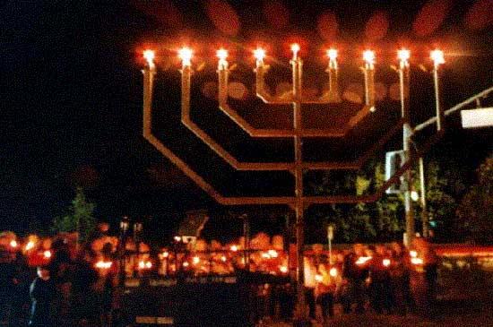 Yorba Linda, California - Publicizing the Chanukah Miracle
