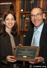 Friendship Circle innovator Bassie Shemtov accepts the Award for Social Entrepreneurship from the Manhattan Institute