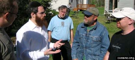 Rabbi Mendel Bendet, second from left, discusses Judaism with Poconos residents.