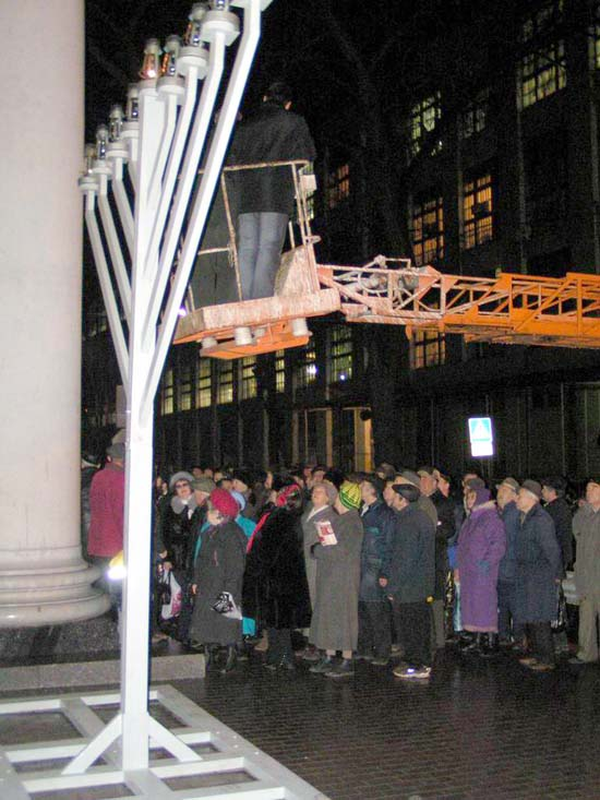 Dnepropetrovsk, Ukraine - Publicizing the Chanukah Miracle