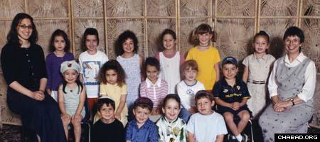 Robin Schneiderman, right, and Chana Raizel Zaklikowski pose with their Gan Gani preschool class seven years ago.