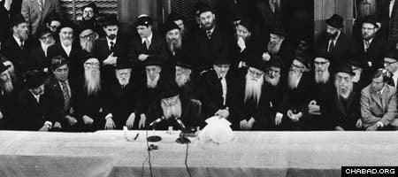 The Rebbe, Rabbi Menachem Mendel Schneerson, of righteous memory, delivers a talk at Lubavitch World Headquarters in 1972.