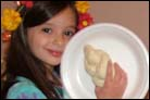 Children Get a Hands-On Shabbat Experience