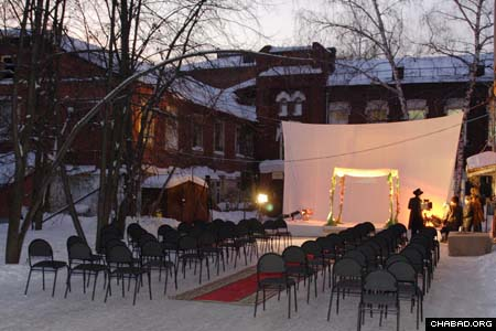 Tomsk, Russia, residents Yavgani Stradovtv and Bela Igorov opted to get married outside underneath a wedding canopy, in accordance with Jewish tradition. Some 400 guests witnessed the affair, the Siberian city's first Jewish wedding in a century.