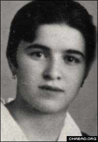 Chana Schapiro in her teens in Dnepropetrovsk, Ukraine