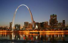 800px-St_Louis_night_expblend.jpg