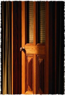 מי ייכנס בדלת? התשובה תלויה בך