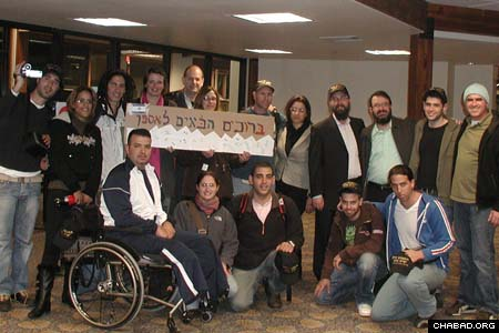 A delegation of 10 wounded Israeli soldiers arrive in Aspen, Colo., for a ski retreat coordinated by Chabad-Lubavitch of Aspen and Challenge Aspen, a non-profit organization that works with people with mental or physical challenges.