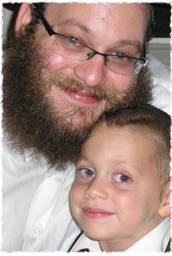 הרב נפתלי סילברברג עם בנו ברל
