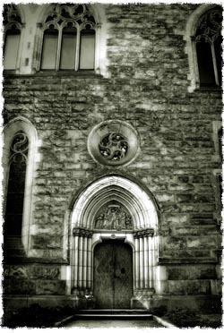 """לא צריך להסתגר בטירה מבודדת כדי להיות """"קדוש"""""""