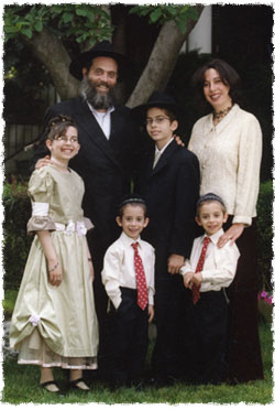 Shimona together with her family, from left to Chana, Avrohom, Levi Yitzchak, Aron Leib and Menachem Mendel