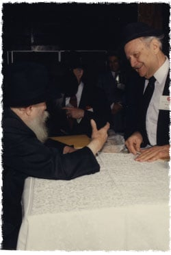Rabbi Segal in an audience with the Rebbe in 1992 (Photo: Jewish Educational Media)