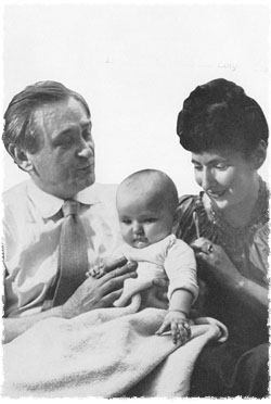 Lipchitz with his wife Yulla and daughter Lolya