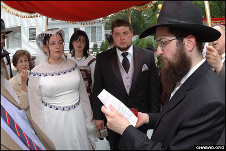 The shared wedding ceremony for nine brides and grooms at Bris Avrohom-Congregation Ohel Yosef Yitzchok represented a chance for the couples – who had already had civil ceremonies years ago in the former Soviet Union and elsewhere in the United States – to have a Jewish wedding.