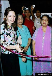 Rivkah Holtzberg cuts the ribbon at the grand opening of a Jewish ritual bath in Mumbai.