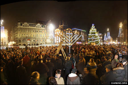 Amsterdam's famous Dam Square overflowed with celebrants during a public Chanukah menorah lighting organized by Chabad-Lubavitch of the Netherlands. (Photos: Dirk P. H. Spits)