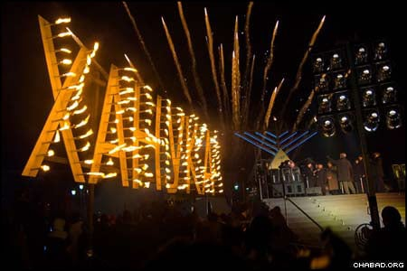 After 17 years, the annual public menorah lighting outside the Kremlin has become a Chanukah tradition. The event, attended by Moscow's Mayor Yuri Luzhkov, kicked off more than 40 Chanukah events in Moscow and 2,000 gatherings across the Former Soviet Union.