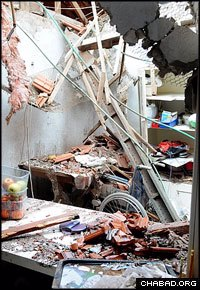 The attack in Sderot caused extensive damage to the homes of Chabad-Lubavitch emissaries in the city and their neighbors. (Photo: Israelhomefront.org)