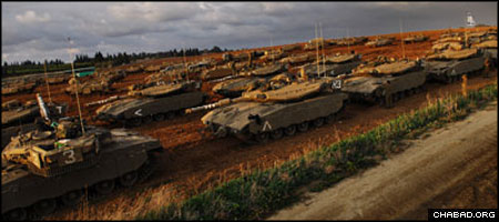 Columns of Israeli tanks line up prior to being ordered into the Gaza Strip. (Photo: IDF Spokesperson's Office)