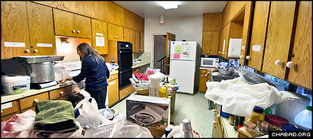 The University Religious Center hosts Shabbat Dinner on Friday. The Chabad House is recovering from a recent blaze with the help of community members. (Jonathan Kalan/Daily Nexus)