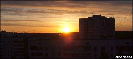The sun rises over Kharkov, Ukraine. (Photo: Dmitry Baranovskiy)