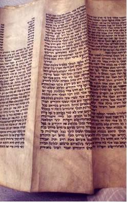 מגילה שכתב הרבי המהר''ש. (צילום: ספריית חב''ד)