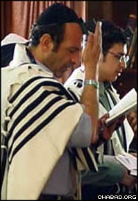 A member of Iran's Jewish community prays in Farahani's film.