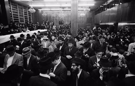 While Shazar and the Rebbe remained in the Rebbe's office, Jerry went to the synagogue downstairs and captured some photos of the crowd that was assembling at Lubavitch World Headquarters in anticipation of the Rebbe's farbrengen (public gathering) scheduled for that evening. The farbrengen was in honor of the Rebbe's father-in-law's release from Soviet incarceration. © 2009 JERRY DANTZIC ARCHIVES, All Rights Reserved