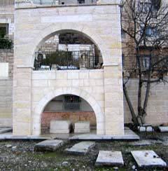 Tumba de Raquel Rebbetzin Menucha Slonim, nieta del Rabino Schneur Zalman de Liadi, en el antiguo cementerio de Jabad en Hebrón