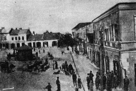 The Chmielnik square. On Shabbat the stores were shuttered, as the residents of the town enjoyed peace and tranquility.