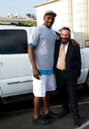 Rabbi Backman Welcomes Newest Laker Ron Artest to Los Angeles