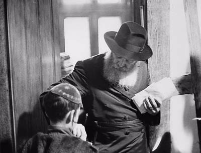 The Rebbe receives letters with entreaties that were later placed on the podium during the shofar blowing.